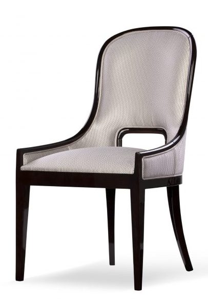 Aura chair front view