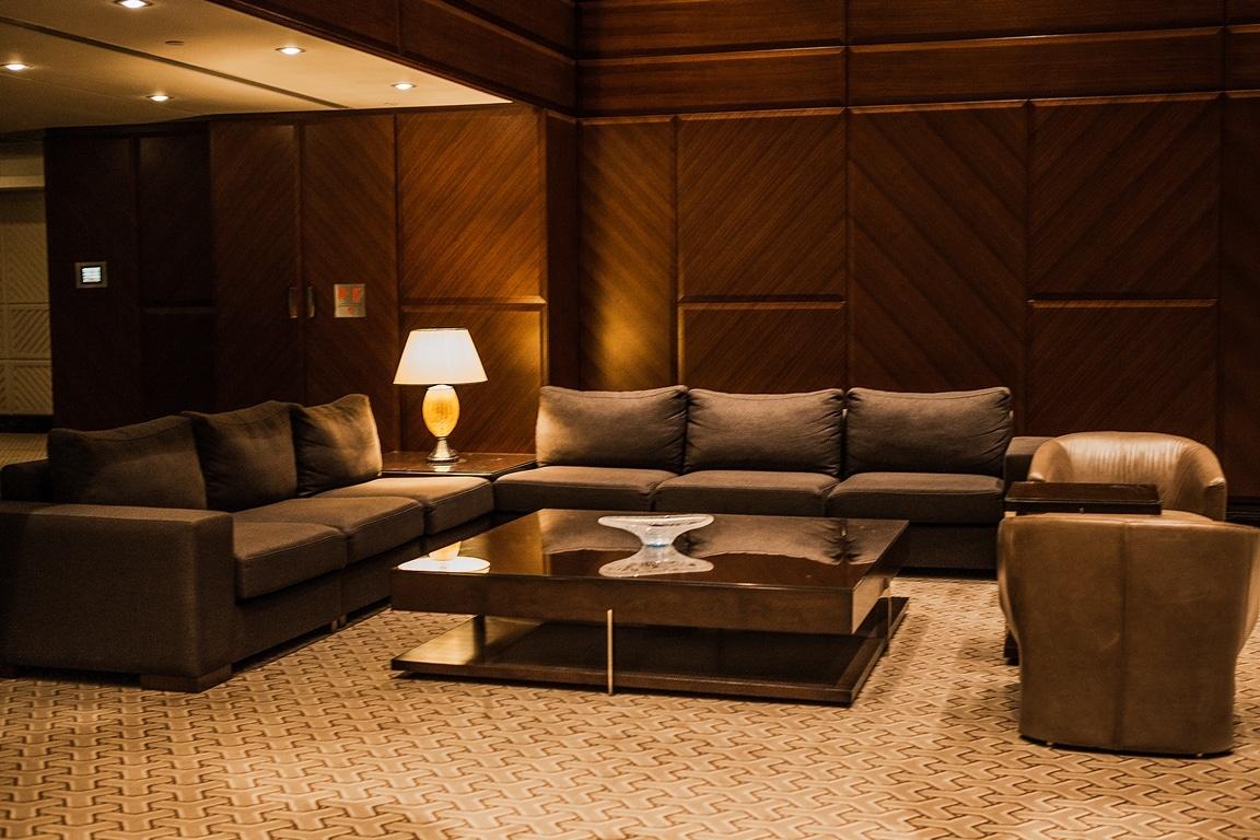 hotelroom 19