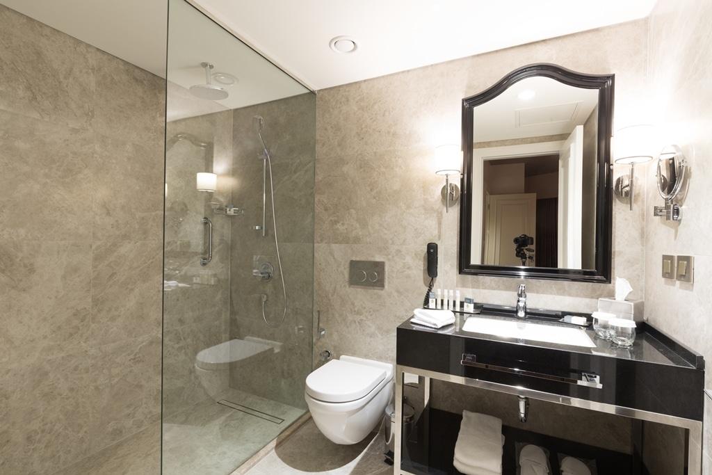 hotelroom 35
